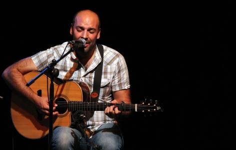 Diego con guitarra